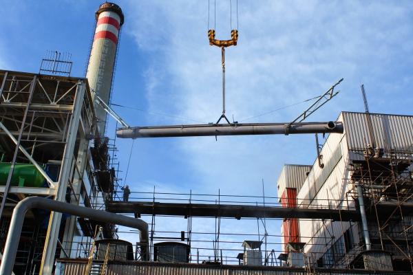Montáž potrubí zemního a vysokopecního plynu na kotli NK 14