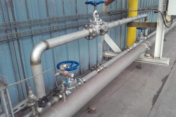 Potrubí plynného dusíku na kyslíkárně pro STC pece